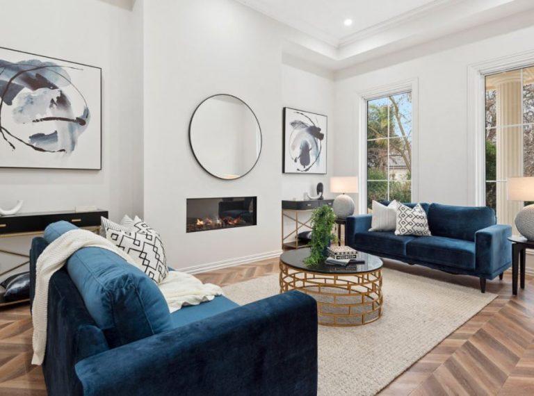 blue-velvet-sofas